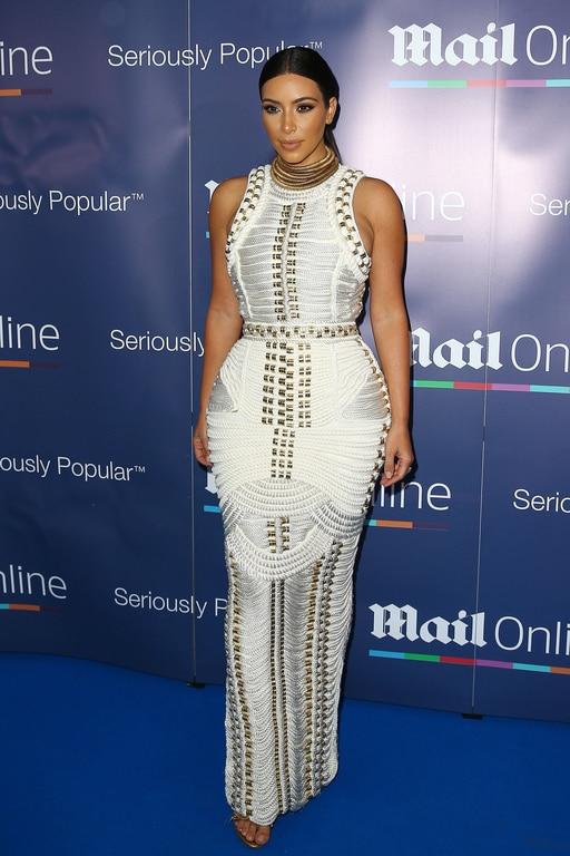 Kim Kardashian portait une robe à corde signée Balmain