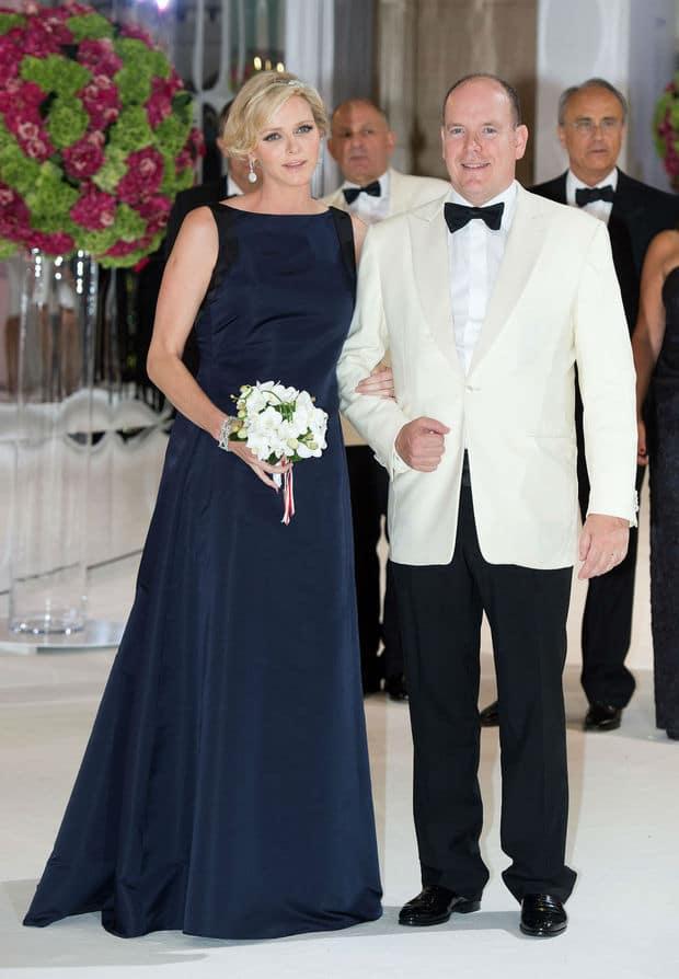 Charlène de Monaco en robe marine au gala de la Croix Rouge Monegasque