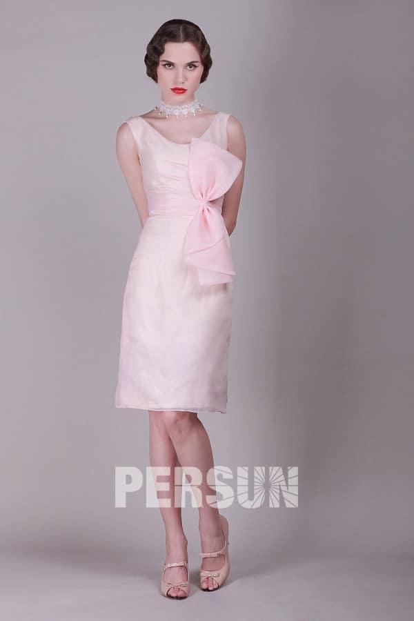 robe rose à grand nœud au niveau de la taille