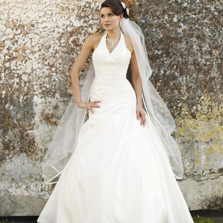 Une robe de mariée accessoirisée