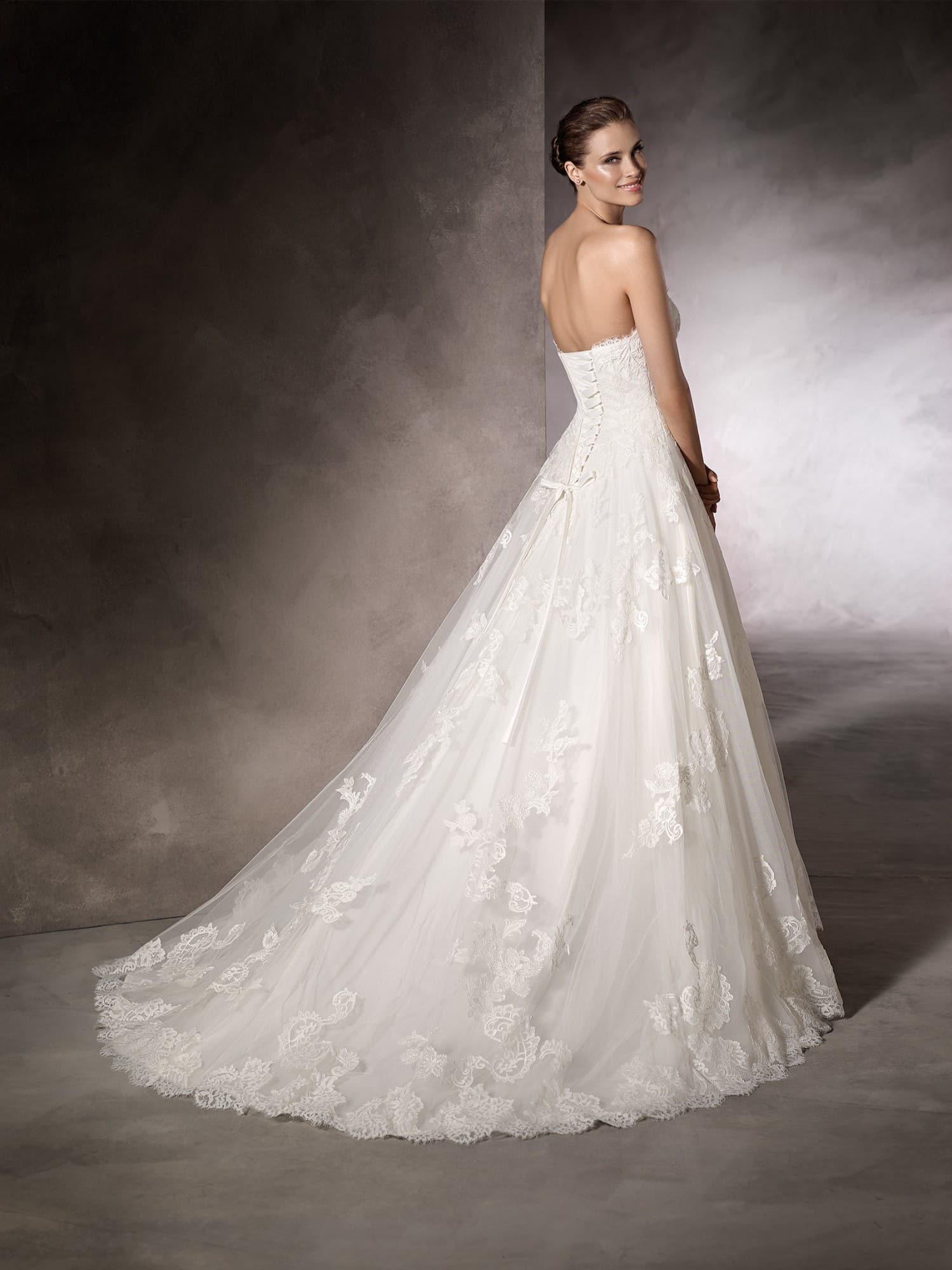 Une belle robe de mariage classique